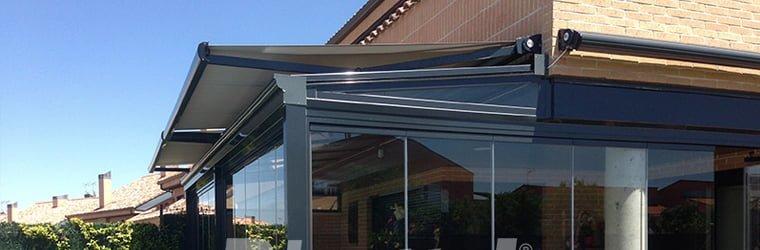 Resguarda tu terraza con toldos veranda